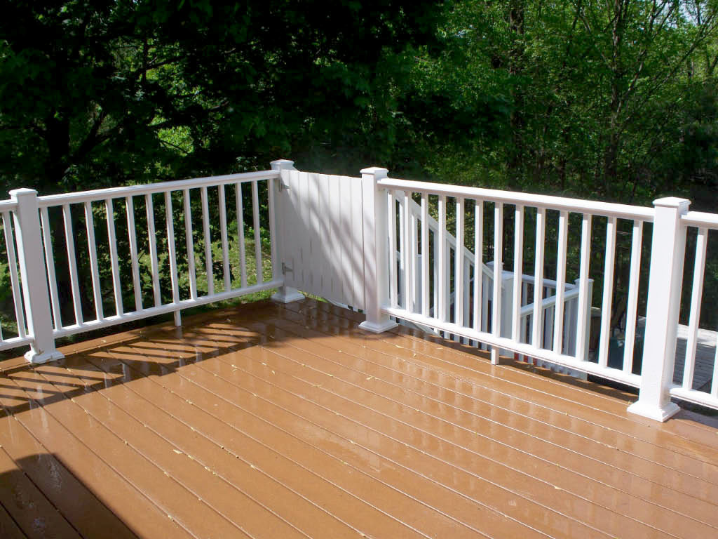 Composite Decking with Childproof Gate